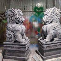 Статуи драконов