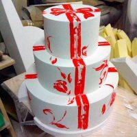 Трехъярусный торт с росписью