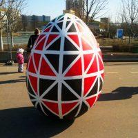 Черно-красное яйцо
