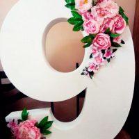 Цифра 9 с цветами