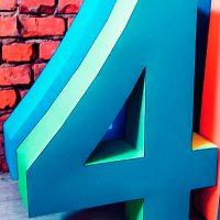 Цифра 4 голубая, печатная