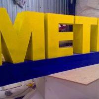 Надпись из пенопласта METRO