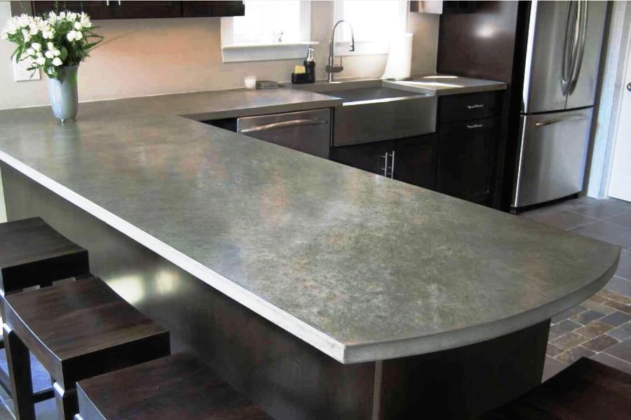 Столешница из бетона на кухне