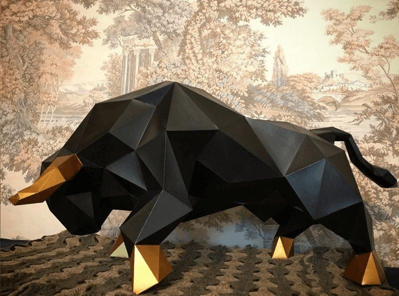 Символ 2021 года - бык из пенопласта черный
