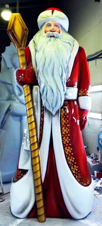 Дед Мороз с золотым посохом