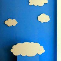 Декорации из пенопласта. Облака на стене