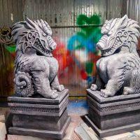 Сценические декорации из пенопласта. Статуи драконов