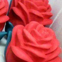 Цветы из пенопласта. Красные розы