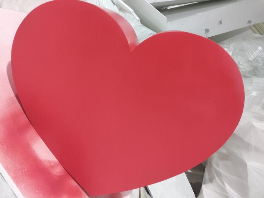 Сердце из пенопласта на День влюбленных