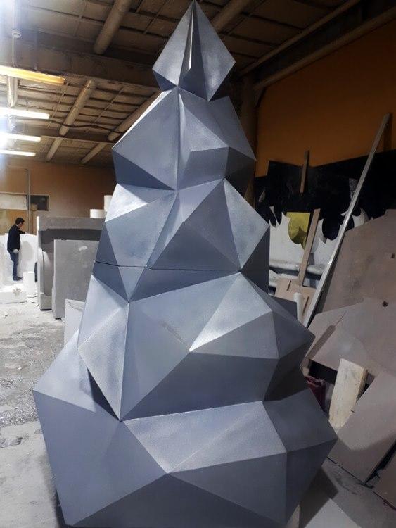 Елка полигональная серебристая