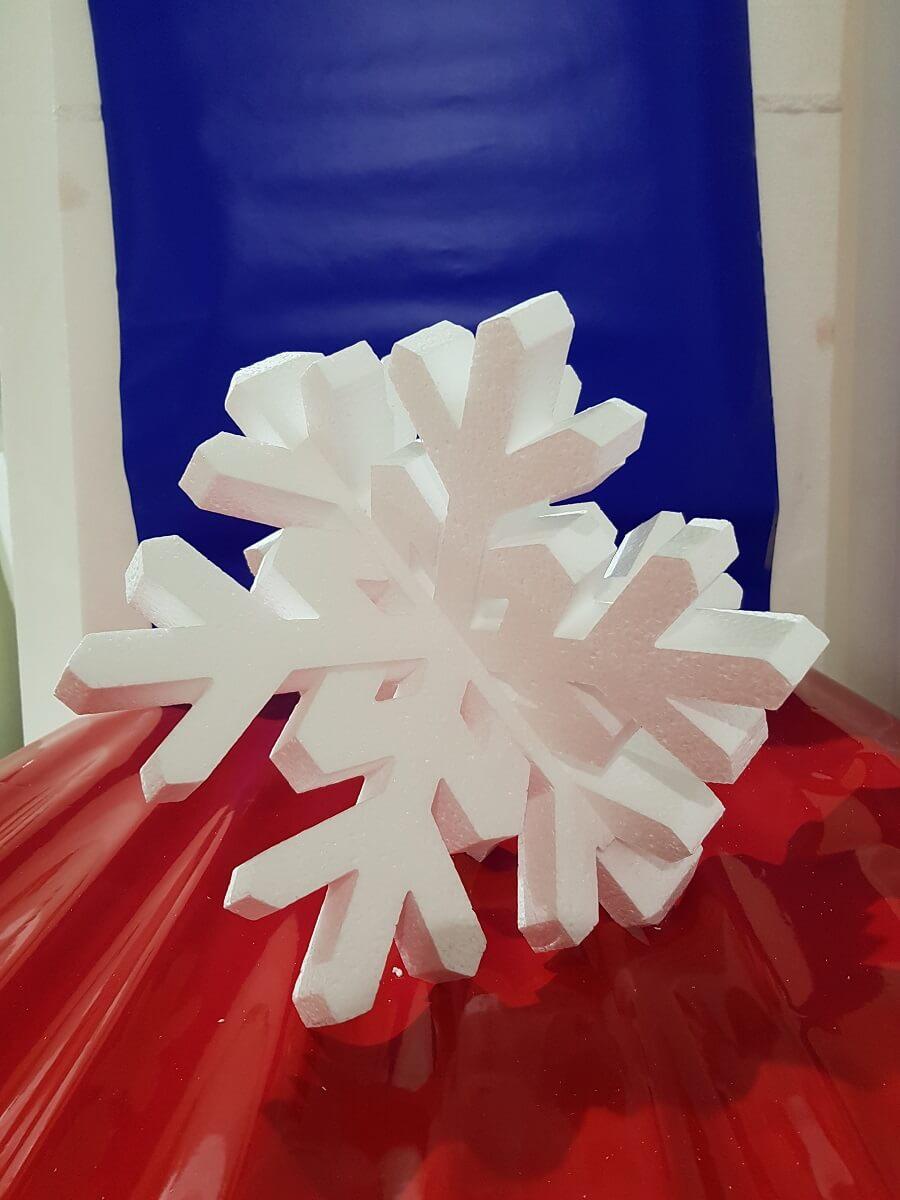 Объемная снежинка из пенопласта для украшения новогодней елки