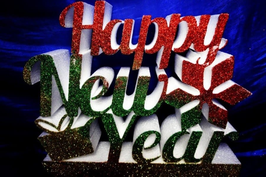 Буквы Happy New Year из пенопласта