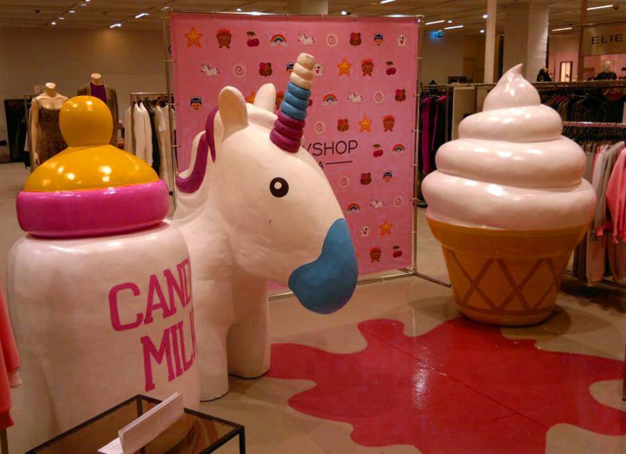 Инсталляция из пенопласта Candy Shop