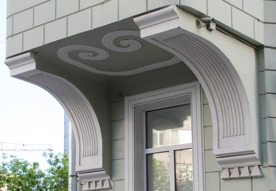 Кронштейны из пенопласта на фасаде дома