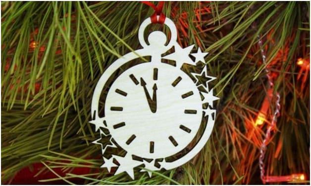 Пенопластовые часы на Новый год