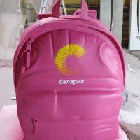 Рюкзак из пенопласта для оформления витрин