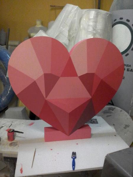 Полигональное сердце из пенопласта