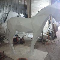 Полигональная лошадь из пенопласта