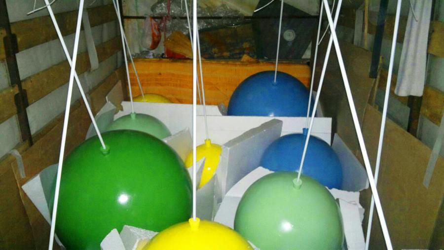 Цветные шары на палочках в упаковке