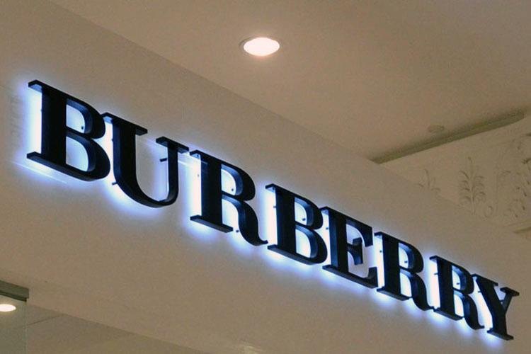Световые объемные буквы из пенопласта. Burberry