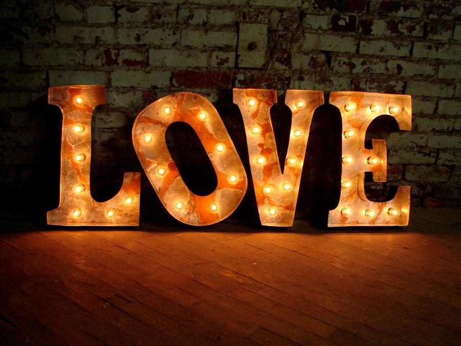 Световые объемные буквы из пенопласта LOVE