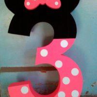Цифра 3 в образе Минни Маус