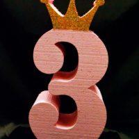 Цифра 3 розовая с короной