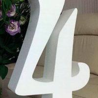 Цифра 4 белая, письменная с короной