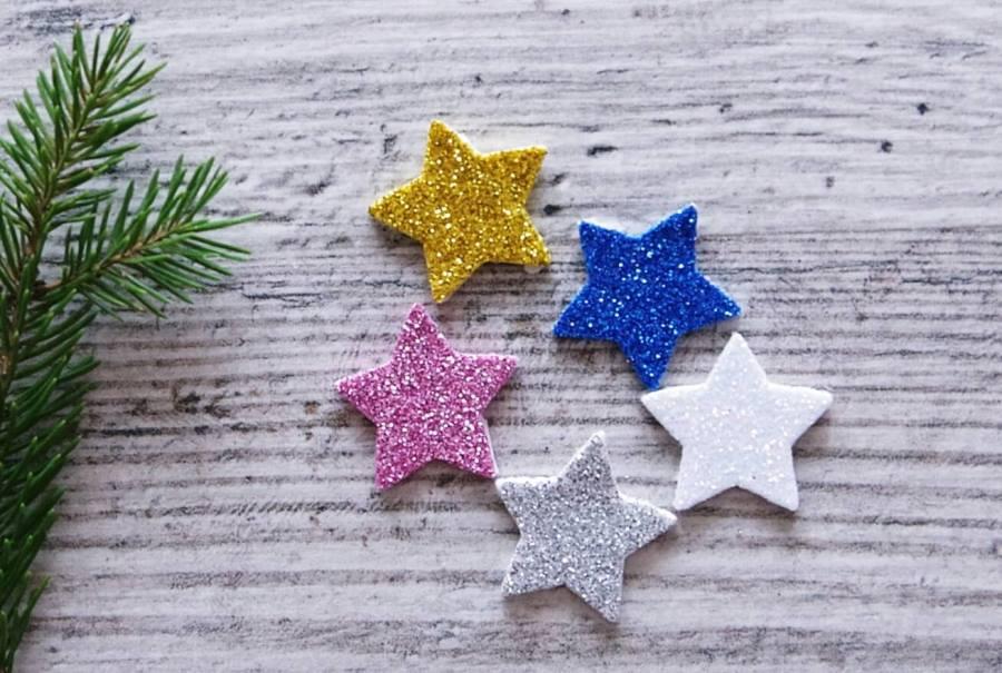 Новогодние звезды из пенопласта разноцветные