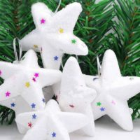 Звезды из пенопласта у новогодней елки